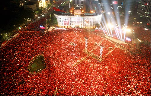 world-cup-2002-va-sac-do-ruc-chay-cua-tinh-than-dan-toc