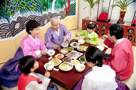 TOP 7 những QUY TẮC trên bàn ăn của người Hàn Quốc mà chúng ta cần lưu ý